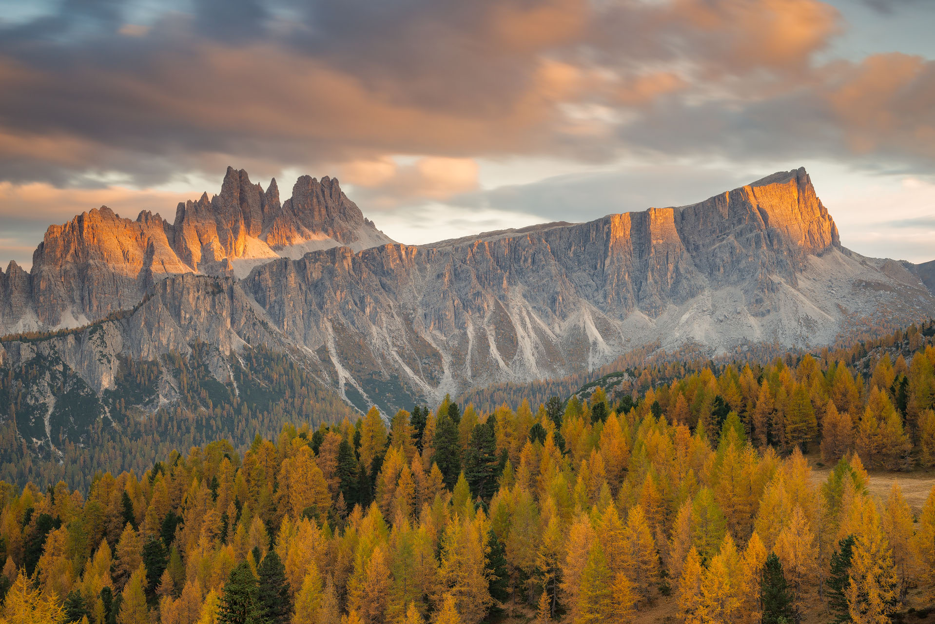 Il gruppo montuoso Croda da Lago, Cortina d'Ampezzo (Belluno)